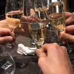 77963258 - シャンパンでおしゃれに乾杯♫