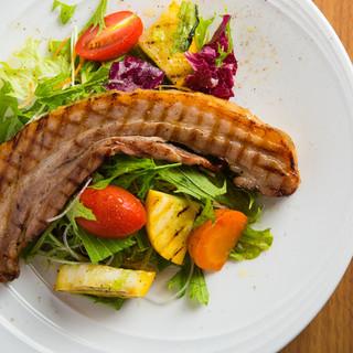 有機無農薬の野菜と当店自慢の肉厚べーコン。『伊都の豚』
