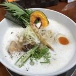 暁 製麺 - 料理写真:鷄豚だしらぁ麺(710円)