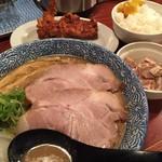 頑固麺 - 煮干し鶏豚骨(750円)+唐揚げセット(300円)