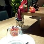77967486 - アミューズ「タコのトマト煮」
