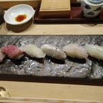 横丁 君家 - 伊勢御前 にぎり6貫(松阪牛入り)モノトーンで大人のお寿司って感じ