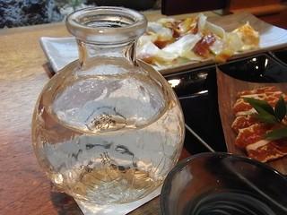 えん - 硝子の酒器に銘柄が浮かぶ。
