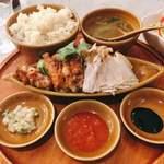 シンガポール海南鶏飯 - シンガポール チキンライス ハーフ&ハーフ @980円