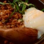 麺厨房 華燕 JR高槻店 - Bセットは甘めの味付けの肉味噌丼。