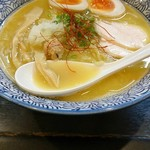 Haruichi - 味玉入り濃厚鶏白湯そば  880円