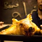 ばる あらら - パーティ料理に仔豚の丸焼きはいかがでしょうか。盛り上がること間違い無し。
