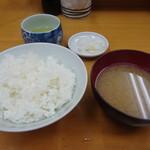 山家 - ご飯とお味噌汁