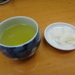 山家 - お茶と漬物