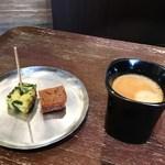 パティスリー オー フィル ドゥ ジュール - オマケの焼菓子とコーヒーをいただきました