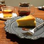 LITRE - ホットティーとベイクドチーズケーキ