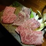 ヤキニク ルース - 稀少部位3点盛りハーフ(1,830円)(左からイチボ・サーロイン・ハネシタ)