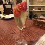 77979488 - まりの苺のスパークリングも良いなー‹‹\(´ω` )/››‹‹\(  ´)/›› ‹‹\( ´ω`)/››~♪