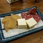 大衆酒場 よっちゃん - 3点盛 サラミ・チーズ・いぶりがっこ