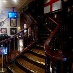 ハードロックカフェ - レストランは1F奥の階段を上がる