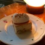 カフェ ド ギャルソン - クルミバナナケーキ