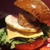 バー サッズ 出張ブルズカフェ - 料理写真:ビーエルイーバーガー(チーズトッピング)