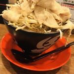 神戸ちぇりー亭 - 麺、肉男盛り、野菜盛り、背脂普通、麺普通