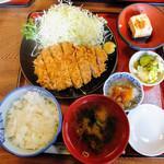 餃子会館 - ロースカツ定食