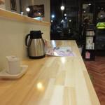 BOUNO参丁目 - お店はまさに街の食堂って感じのお店、。  カウンター席が厨房の前にあったので此方に座らせていただいて食事です。