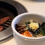 ぴょんぴょん舎 - 冷麺ミニビビンバランチ1000円 ビビンバ