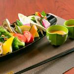 てっぱん山家 - 旬野菜のバーニャカウダー(シェフ特製ソース)