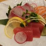 大坂おでん 久 - 鮮魚造り三種盛り合わせ ブリ・サーモン・マグロ
