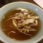ビーフン東 - 五目ビーフン(一人前)850円に付くスープ