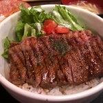 沖縄居酒屋 パラダヰス - サーロインステーキ丼 950円。