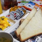 サクラカフェ神保町 - モーニング 毎朝4:30~11:00 390円で食べ放題です!!