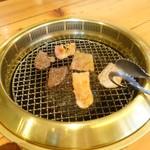 77998869 - 牛タン・カルビ・豚バラの三種ランチ(600円)