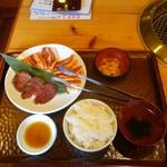 77998878 - 牛タン・カルビ・豚バラの三種ランチ(600円)