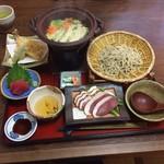 庵 - ごちそう鴨鍋つけ蕎麦1680円(税込) 冬の蕎麦の食べ方の提案。