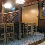 郷土料理 味の館 ふる里 - テーブル席も何か昭和です 08/09