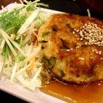 身土不二 - 豆腐ハンバーグ。お箸をいれると、肉汁が中からでてきます。