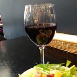 78002613 - ◆サービスで「赤ワイン」か「ウーロン茶」を頂けるとのこと。当然「赤ワイン」でしょ。