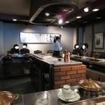 近江牛レストラン ティファニー - コの字のカウンター席