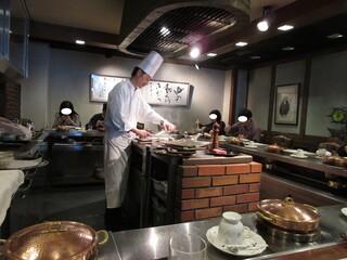 近江牛レストラン ティファニー - ステーキはシェフが真ん中で焼いてくれます。