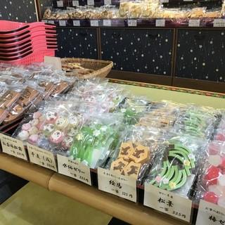 富士の山菓舗 - 料理写真:季節商品のコーナー(2017.12.15)