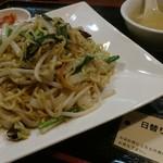 東和酒場 - 上等上等、500円で美味しい中華。今日はイカ焼きそばだよ。