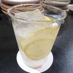 炭焼 芹生 - 自家製レモンのドリンク