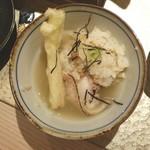 長崎県対馬市美津島町 しろや 北新地 - 御出汁を入れてお茶漬けでいただく