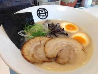 まるたんらーめん - 白+煮玉子トッピング 750円 → 500円 (ランパスvol.10提示)