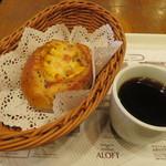 78015137 - パン、コーヒー