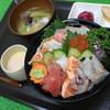 お魚のなかだ - 料理写真:ボリューム満点!好みのネタが選べる 特上海鮮丼