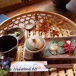 東雲の里 生そば 草の居 - ざるそばに付くカゴ盛りの小鉢