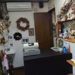 焼きたてパンの店 クックドゥル - 2017年10月:クリスマスっぽく飾られた店内