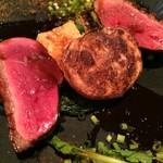 LA BONNE TABLE - 鴨胸肉のロースト 山椒マデラソース 蕪や春菊