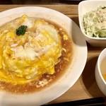 78024197 - オムライス(大盛)サラダ&スープ付き…ランパス利用で500円
