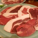 山くじら すき焼 ももんじや - 丹波篠山産イノシシ肉 猪肉すき焼き鍋 味噌仕立て